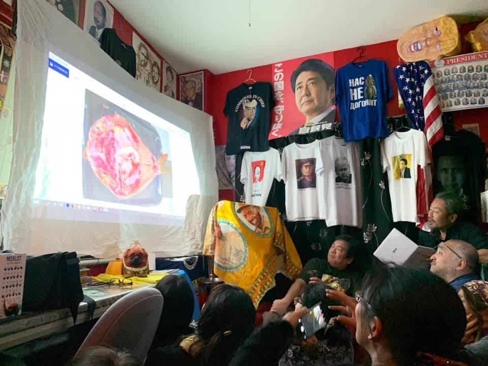 test ツイッターメディア - #自宅でミュージアム というハッシュタグで先ほどつぶやいた「第6回ゼロプロパガンダン展」の様子。毎年ゲストを呼んで興味を持った国について詳しい方をお呼びして映像やスライドなどを使った語ってもらっております。2019年は、安田純平さん(写真3枚目)にイラクのことを語っていただきました。 https://t.co/6aaeHtaBlr