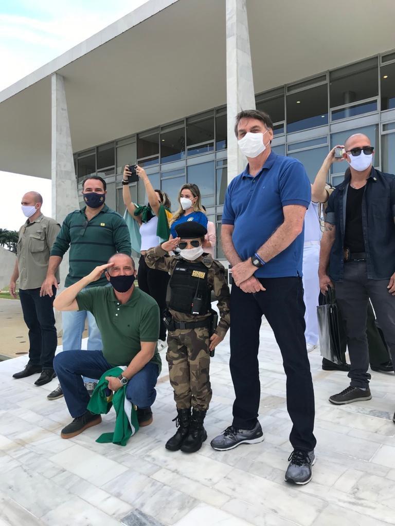 Reconhecimento ao importante trabalho de todas as Polícias Militares . Que Deus Proteja e Abençoe a todos aqueles que estão 24 horas , 7 dias por semana nas ruas para servir e proteger a população do Brasil 🇧🇷