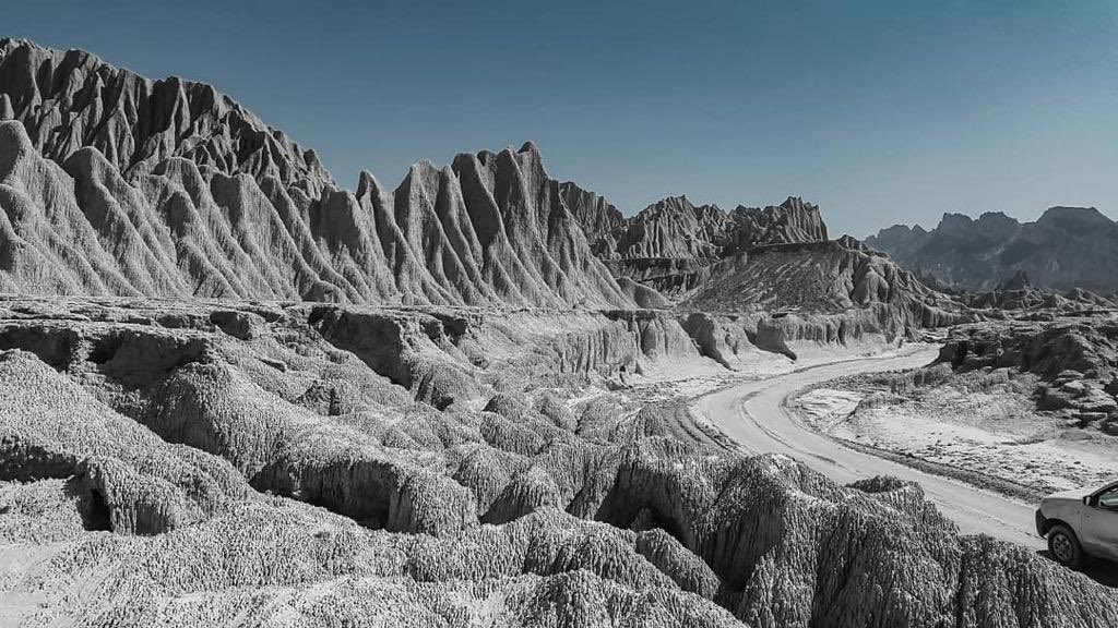 Mars on Earth!   This photo has been taken in Machi, in Awaran district of #Balochistan, Pakistan 🇵🇰   Picture credits: @BNationInc 📽  #Pakistan #Travel https://t.co/6JuFed1kEJ