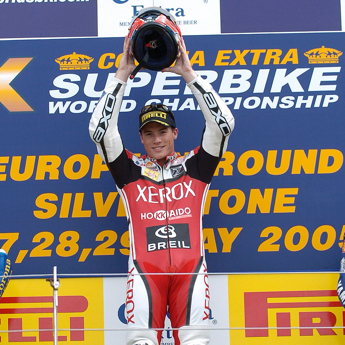 test Twitter Media - Toseland the defender, Toseland the crowd pleaser💪🏻  #Onthisday at Silverstone in 2005, James Toseland took the first win of the season as defending Champion in front of a huge, passionate, home British crowd!  #GBRWorldSBK🇬🇧 https://t.co/d2rp9iCe54