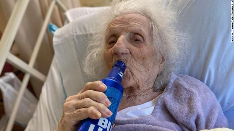 103-year-old woman celebrates beating Covid-19 with a cold beer
