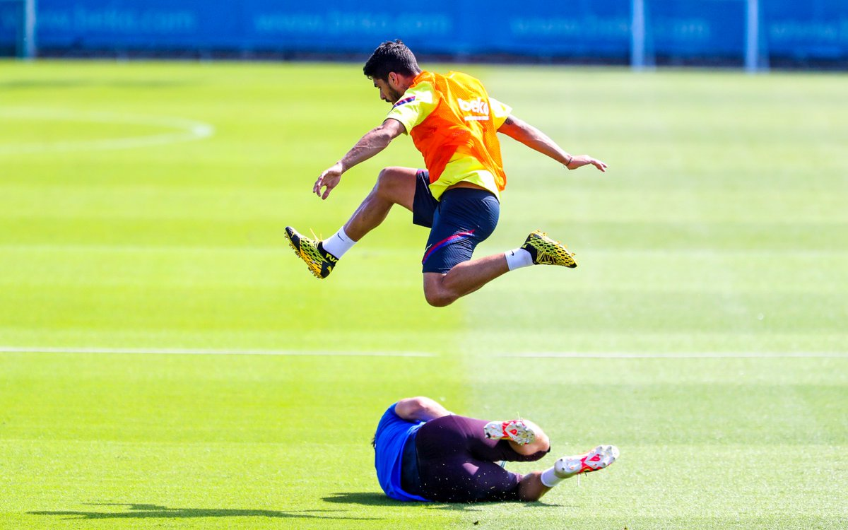 Olympic hurdler, @LuisSuarez9