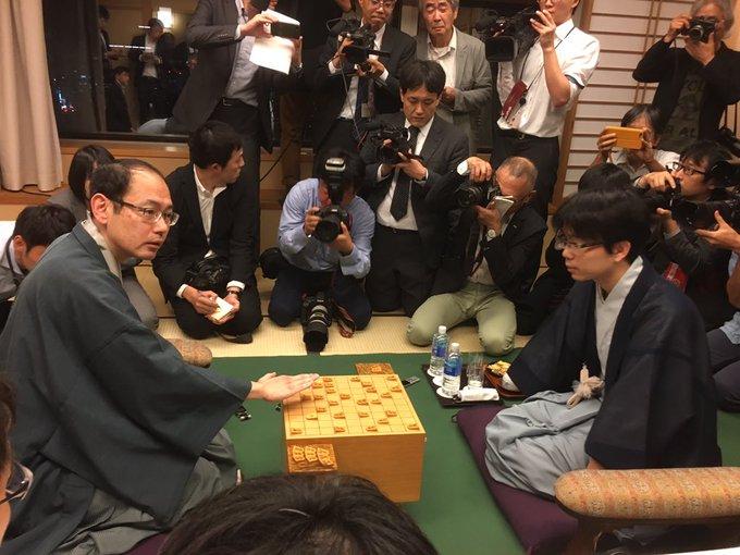 test ツイッターメディア - 2019/9/26 木村一基九段が46歳で初タイトル 将棋の王位戦 将棋の王位戦で挑戦者の木村一基九段が豊島将之二冠を破り、46歳で初めてのタイトルを獲得しました。初タイトル獲得の最年長記録を46年ぶりに更新しました。 https://t.co/dBz5oqZW6D https://t.co/ey15eQz0kW