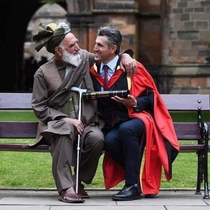 This photo was taken in university of Glasgow on 12th june 2019  When a father came to attend his son's Sabir Zazai graduation ceremony. They belong to Afghanistan ❤️ #PashtunTwitter  #PashtoonArePeaceful #Love #Culture #Success  #HappinessOfFather #MyCultureMyIdentity