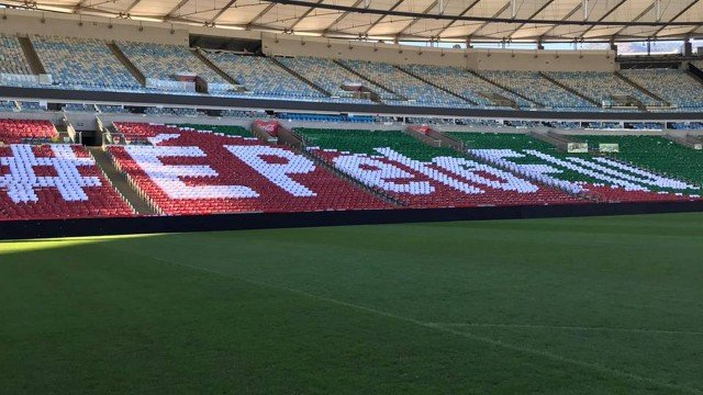 Torcida do Fluminense monta mosaico para final do Carioca, contra o Flamengo.