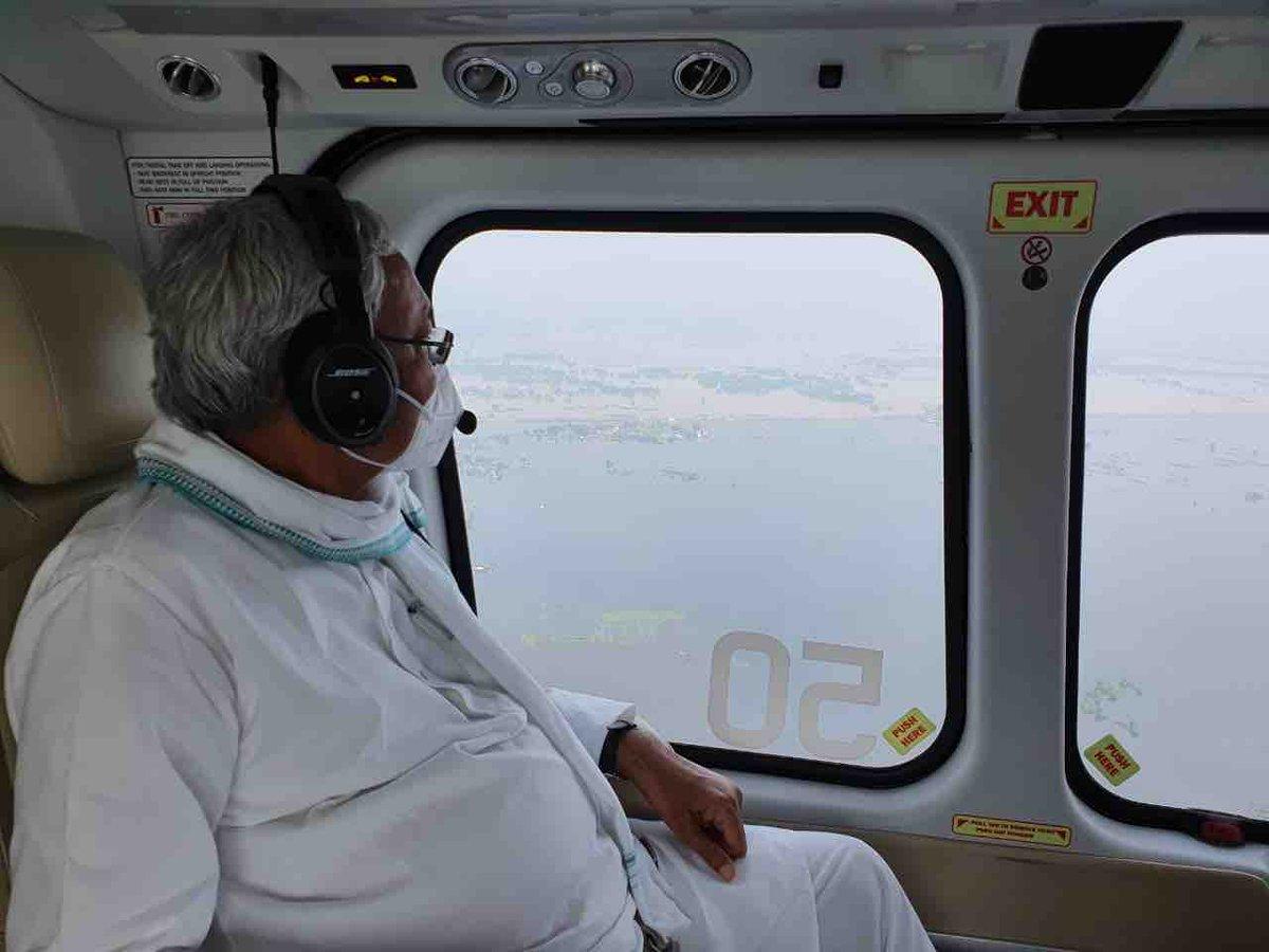 विभिन्न जिलों के बाढ़ प्रभावित क्षेत्रों का हवाई सर्वेक्षण तथा कोसी नदी के पूर्वी तटबंध का निरीक्षण किया।... (1/2)