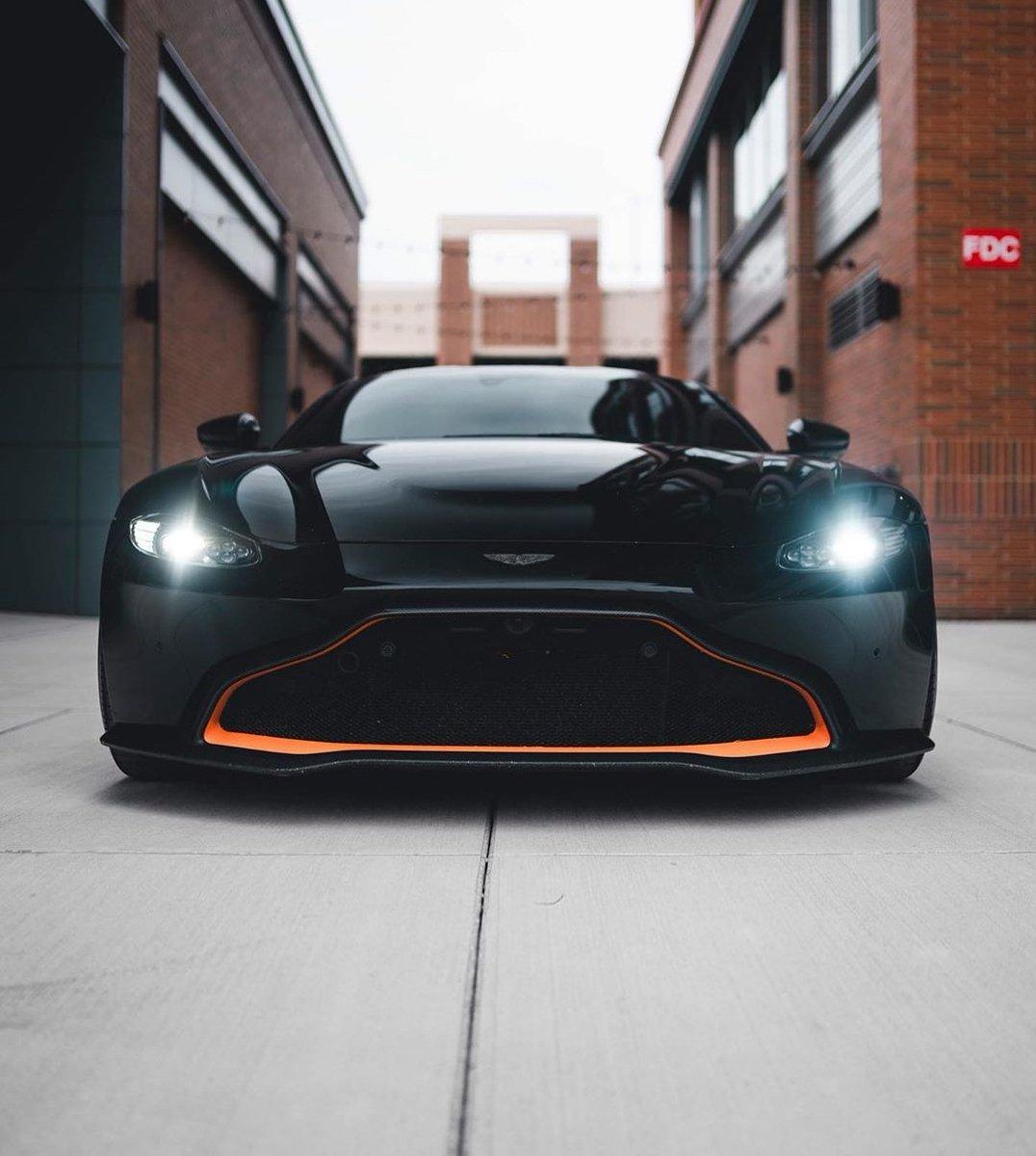 Aston Martin Vantage 💣