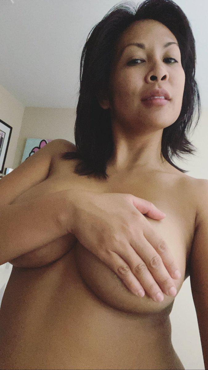 Underboob anyone 😬 #underboob #Boobs #bigboobs