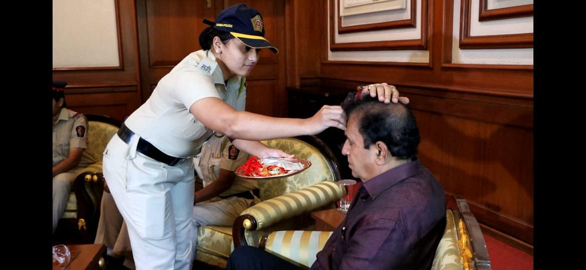 Maharashtra Home Minister Anil Deshmukh celebrated #RakshaBandhan with personnel of Mumbai Police.
