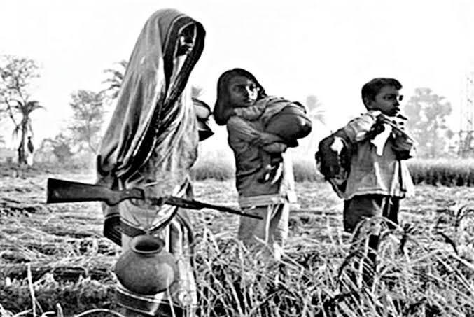 A Bengali lady doing #BlackMagic on Pakistani Army during Mukti Juddho - the Liberation War of '71