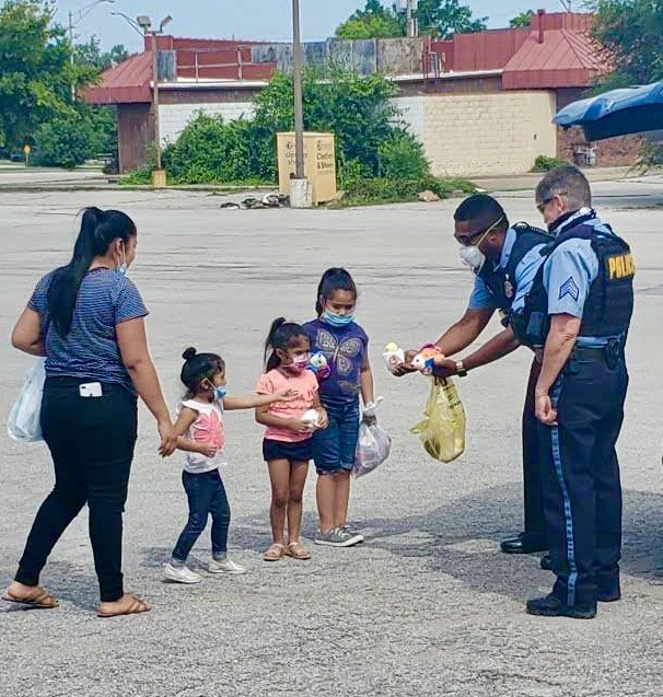 As police officers we respond to people in need. Today, after responding to a call for service,  Officers Jones and Shelton crossed paths with this family and decided they were in need of a random act of kindness... and a few stuffed animals. #kckpd #kckkind