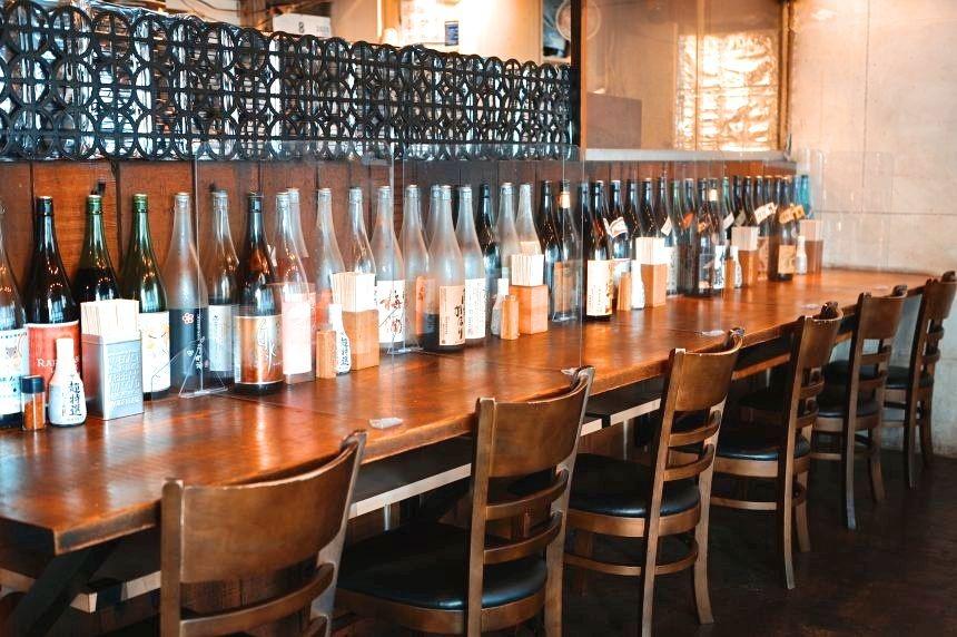 test ツイッターメディア - #人形町おひとりさまナイト 店舗紹介 日本橋 ぼんぼり 水天宮を茅場町方向に歩いたところにある炭火焼親子丼が有名な「日本橋ほんぼり」。カウンター席で1人黙々とうまい炭火焼鳥と日本酒、梅酒、クラフトビールを楽しみたい方にぴったりのお店です。 https://t.co/EGCvZZrqHh #ソロメシ #人形町グルメ https://t.co/H5eWBtGDWD