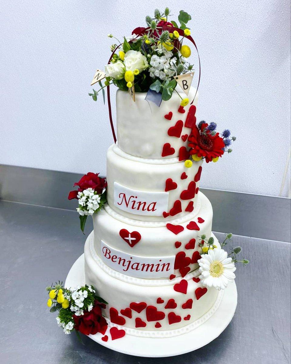 test Twitter Media - Diese Hochzeitstorte durften wir vergangenen Samstag herstellen!😊 🥂 Wir wünschen dem Brautpaar alles Gute und bedanken uns für den tollen Auftrag!😊❤  #hochzeit #torte #iserlohn #geschenk #sauerland #menden #hemer #balve https://t.co/KIOAHdEeSR