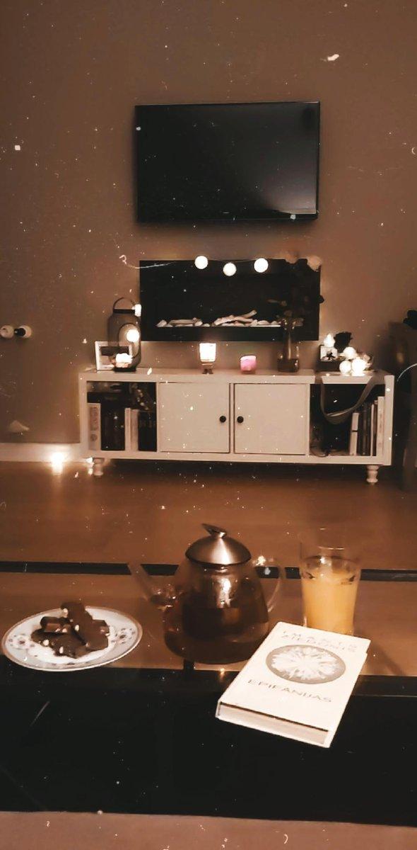 kājas vilnas zeķēs, kanniņā zāļu tēja, riekstu šokolāde un epifānijas. #rudens https://t.co/9nRdn71iU3