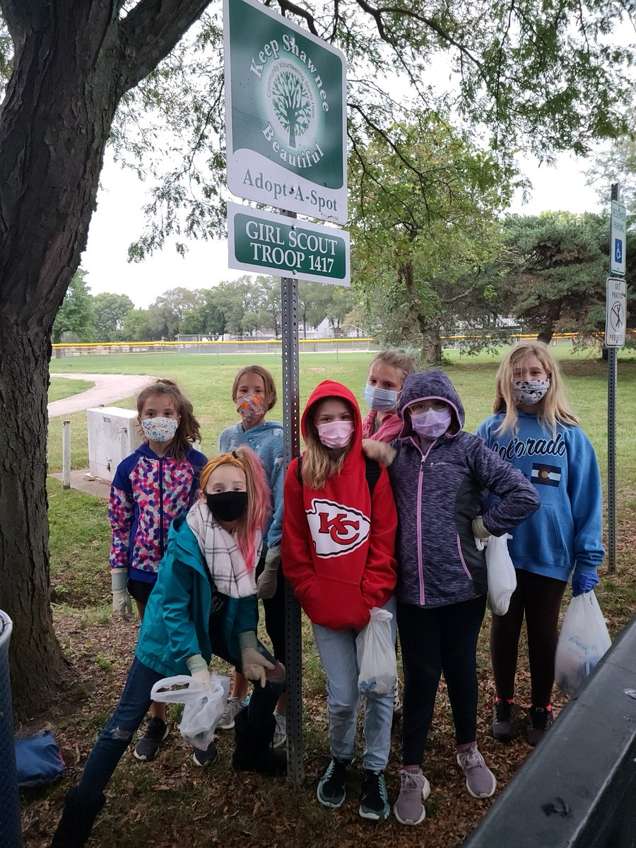 Thank you to Girl Scout Troop 1417 for their recent clean up of their Adopt-A-Spot at  Gum Springs Park near 67th and Quivira!  If you'd like to volunteer for the City, head to .