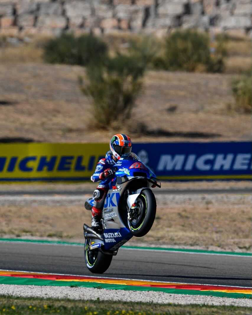Happy #WheelieWednesday from the #AragonGP 🏁 race winner @Rins42 who celebrated his home GP victory 🏆 in style! 😎  #MotoGP
