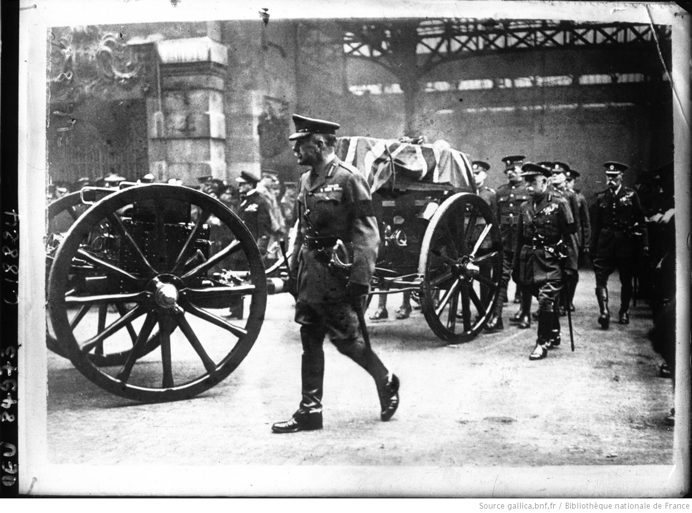 Unknown Warrior: Sir Douglas Haig walks alongside the gun carriage transporting the coffin of the Unknown Warrior on its journey to Westminster Abbey in November 1920. https://t.co/ToXPcfwJVG