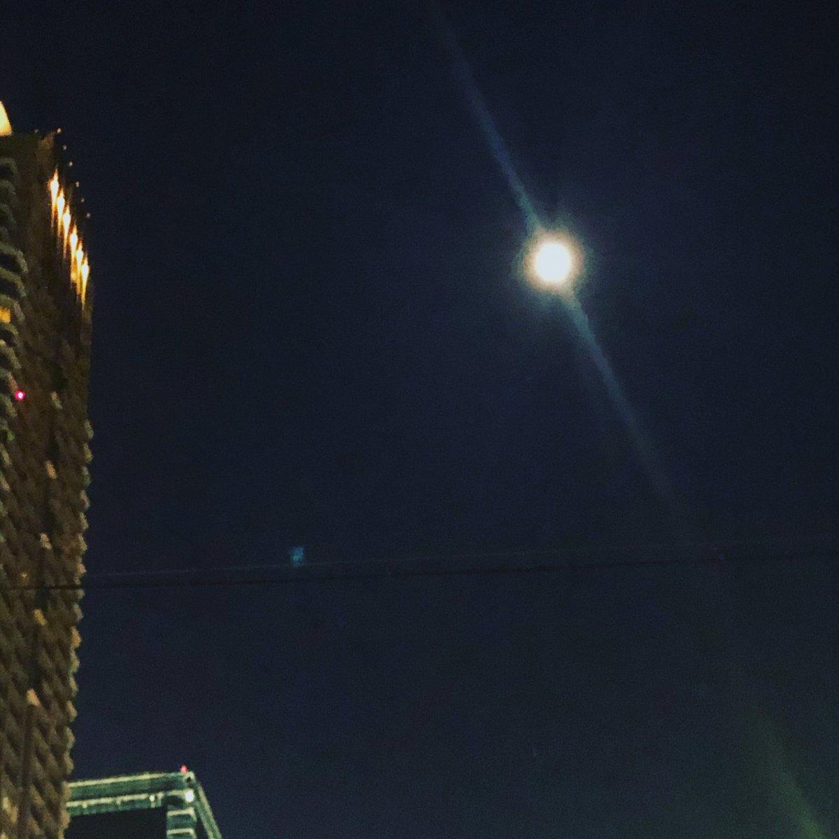 test ツイッターメディア - 写真だと満月に見えが‥実は欠けてます😉  10月1日の中秋の名月でしたが‥  旧暦9月13日の10月29日も #後の月見 と呼ばれるお月見の日があります。  この日は#十三夜 ですので不完全な形‥昔の人は満月の次に少し欠けて恥じらうようなこの月を美しいと感じてたんですね。 https://t.co/d2cON2wjC1