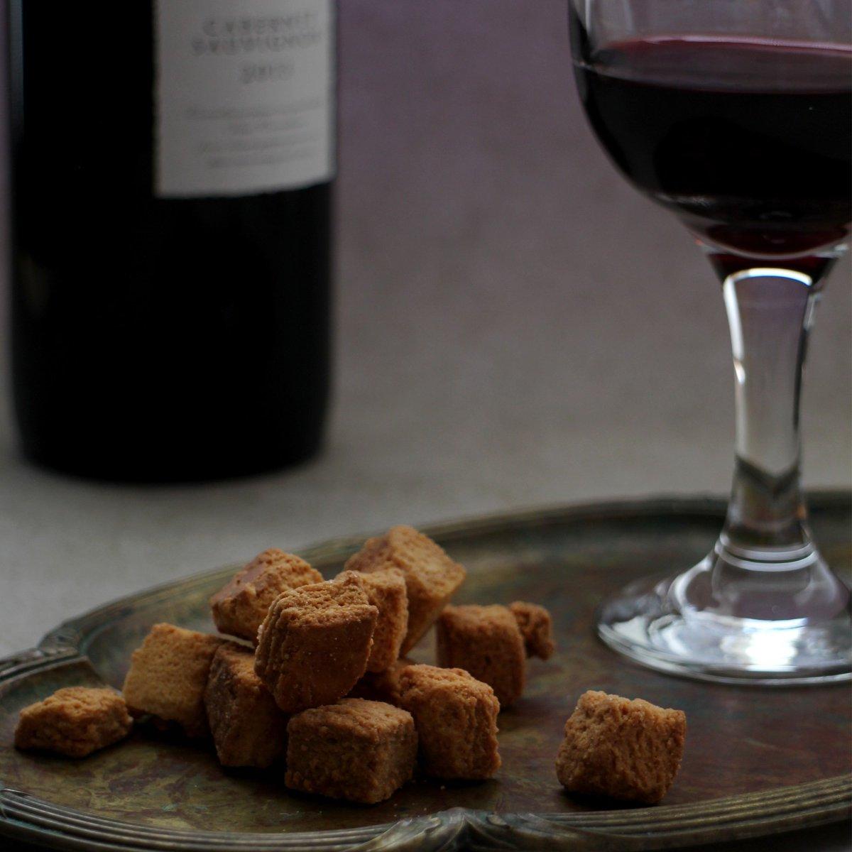 test ツイッターメディア - \お酒にもぴったり/ 御用邸チーズケーキをそのままラスクにした『御用邸チーズケーキラスク』。 チーズのコクと、程よい甘さがお酒にもぴったりですよ😆 金曜日ですし、おうちでどうでしょう?🍷 #スイーツ #ラスク #お菓子 #おつまみ https://t.co/kttQ91VRwP