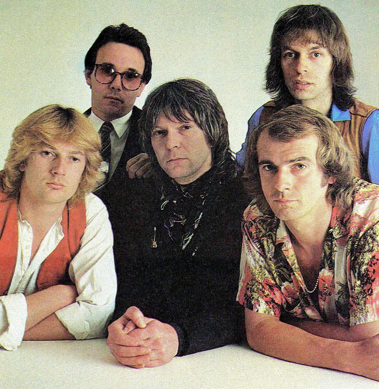 My favorite YES era and release. Drama. The very cool part is got to work with everyone in this picture many many times. My friends are awesome! #geoffdownes #trevorhorn #chrissquire #alanwhite #stevehowe #davidmaidapresents #dmaidapr @yesofficial @SteveHoweOne @asiageoff https://t.co/wNx6ak8TGd