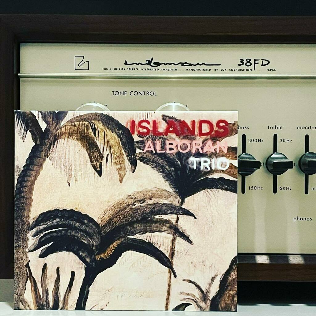 test ツイッターメディア - 先週の釣果。銀座山野楽器にて「Stefano Amerioの手による最優秀録音盤」とのPOPに惹かれて手にしてみれば、まさにその通り。現代の名工、おそるべし…。 #nowplaying: Les Voix S'en Vont / Islands by Alboran Trio with Paulo Paliaga, Dino Contenti & Ferdinando Faraó https://t.co/8NlWBib9Gw https://t.co/zi5xCeVsaE