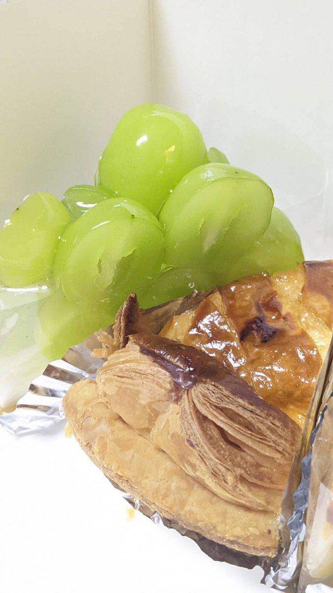 """test ツイッターメディア - うふふふふふふぅ〜近江屋のシャインマスカットタルト🧁 美味しいアップルパイも探してたからちょうど良かった🍎😋 いただきまぁす(◍˃̶ᗜ˂̶◍)ノ"""" https://t.co/SFc1lHuNPo"""