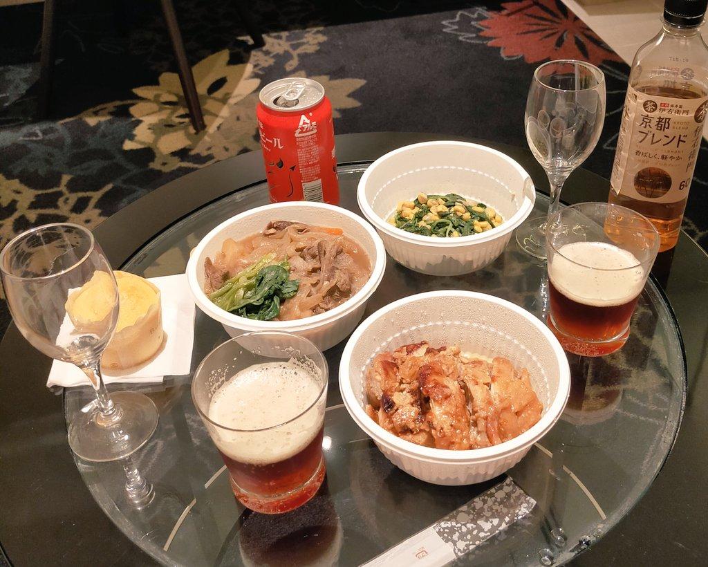 test ツイッターメディア - テレワークの合間にお料理をつくり持っ行きました。 塩麹味噌漬け鶏もも、肉じゃが、ほうれん草コーン、おまけのバナナマフィン。 まずは悪魔のビール赤から🍻日本酒はきのうの光栄菊と飛露喜の純米大吟醸です!自宅近くの酒屋さんでタイミングよく購入させてもらったもの。ありがたくいただきました♥ https://t.co/1daSTHlDTq