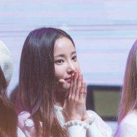 @dazzlingyeonwoo