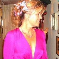 sarah standing | Social Profile