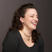Nicole Fende | Social Profile