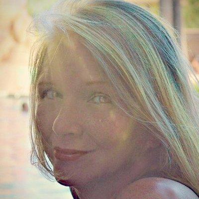 Leslie Boren   Social Profile