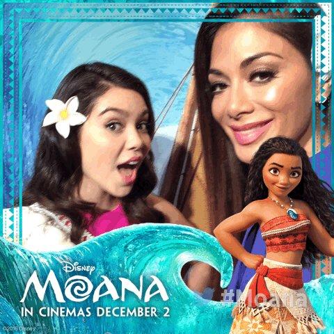 RT @Disney_UK: .@NicoleScherzy and @auliicravalho catch a wave at our #Moana UK Gala Screening ???????????? https://t.co/REDq6x1HMk
