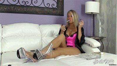 #Leggy #MILF #Smoking #VS120 #Lingerie #Kimono #Sexy #EroticNikki DlAnfKXn94