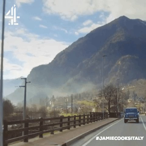 That view though… Turn over to #JamieCooksItaly on @Channel4 now! https://t.co/wWXlY12BIE