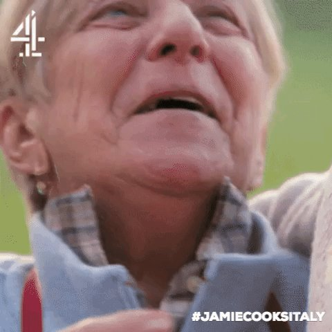 Who can resist a cheeky peck?! Go on, Nonna Rosa! ???? #JamieCooksItaly https://t.co/5GhX7gjqSW