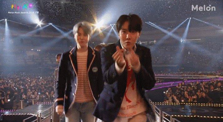 RT @1theK: [LiveOnAir] Congrats!🏆 #MMA2018 'kakao Hotstar' goes to #BTS #방탄소년단 (@bts_bighit) https://t.co/9qss9qypFy